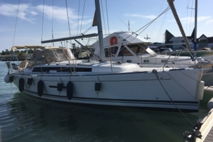 Dufour 380 GRAND LARGE for sale in France for €117,000 (£102,889)
