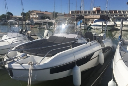 Beneteau Flyer 7.7 Sundeck for sale in France for €72,900 (£64,473)