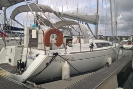 Beneteau Oceanis 37 for sale in France for €110,000 (£97,559)