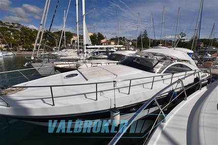 Pershing 45' for sale in Italy for €140,000 (£124,972)