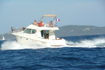 Prestige 32 for sale in France for €96,000 (£84,903)