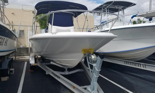 Image of Boston Whaler 210 Dauntless for sale in United States of America for $57,500 (£44,653) Hialeah, Florida, United States of America