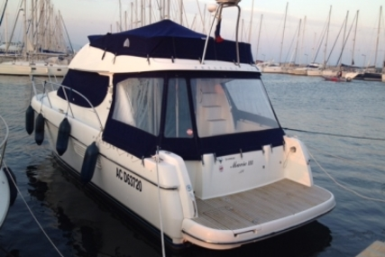 Prestige 32 for sale in France for €106,000 (£94,243)