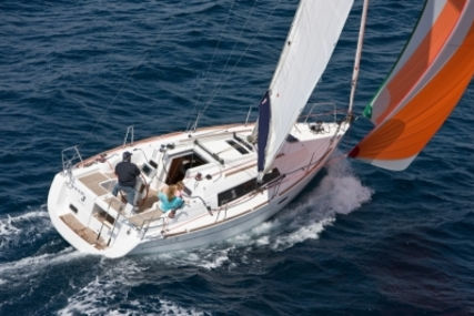 Beneteau Oceanis 31 for sale in France for €108,000 (£95,522)