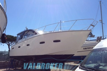 Sealine SC 35 for sale in Italy for €135,000 (£119,538)
