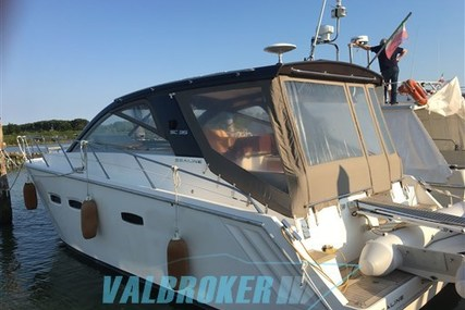 Sealine SC 35 for sale in Italy for €129,000 (£114,640)
