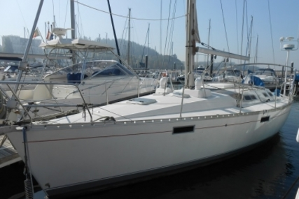 Beneteau Oceanis 390 for sale in Portugal for €42,500 (£37,468)