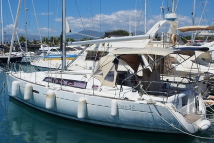 Beneteau Oceanis 34 for sale in France for €79,000 (£69,472)