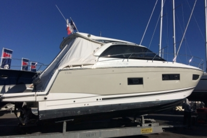 Jeanneau Leader 40 for sale in France for €384,900 (£341,369)
