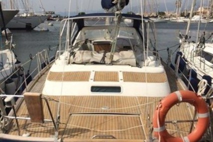 Beneteau Oceanis 42cc for sale in Italy for €125,000 (£110,461)