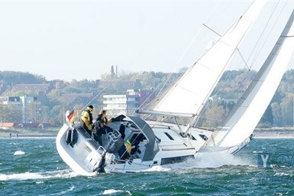 Beneteau Oceanis 37-3 for sale in Spain for €98,500 (£87,778)