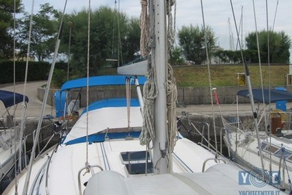 Bavaria 42 for sale in Italy for €62,000 (£54,266)