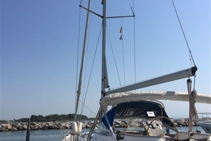 Bavaria 40 Ocean for sale in Italy for €98,000 (£86,530)