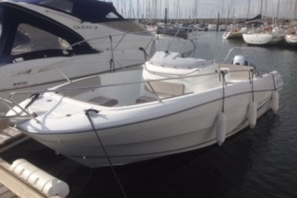 Jeanneau Cap Camarat 7.5 Cc for sale in France for €46,000 (£40,431)