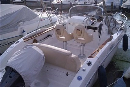 Sessa Marine Key Largo 20 for sale in Italy for €27,000 (£23,580)