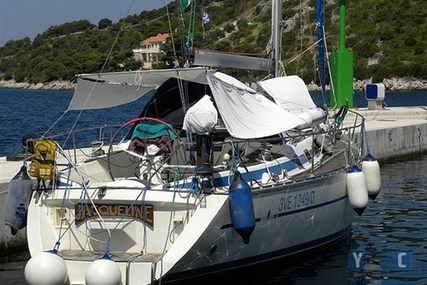 Bavaria 390 Lagoon for sale in Slovenia for €47,000 (£41,610)