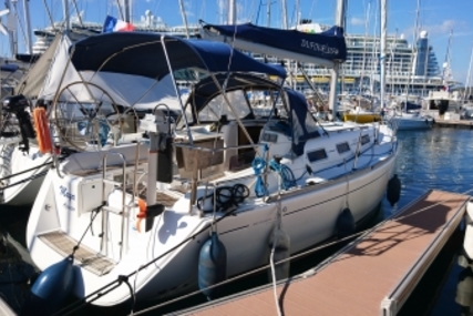 Dufour 325 Grand Large for sale in France for €46,000 (£40,312)