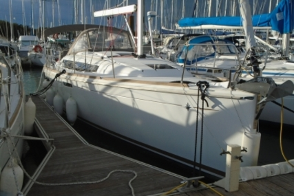 Jeanneau Sun Odyssey 379 for sale in France for €140,000 (£122,636)