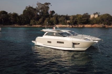 Jeanneau Leader 40 for sale in France for €364,000 (£316,800)