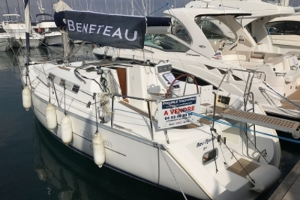 Beneteau Oceanis 323 Clipper for sale in France for €50,000 (£44,292)