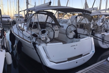 Jeanneau Sun Odyssey 389 for sale in France for €134,000 (£116,539)
