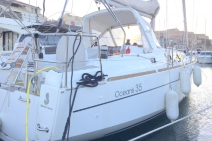 Beneteau Oceanis 35 for sale in France for €120,000 (£105,810)