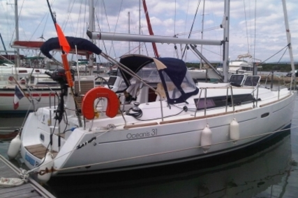 Beneteau Oceanis 31 for sale in France for €65,000 (£58,059)