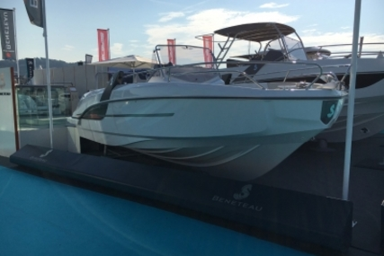 Beneteau Flyer 7.7 Spacedeck for sale in France for €68,000 (£60,140)