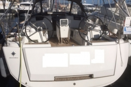 Jeanneau Sun Odyssey 419 for sale in France for €191,000 (£168,122)