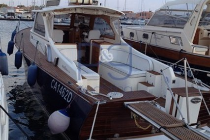 Rose island Lobster 38 for sale in Italy for €110,000 (£97,010)