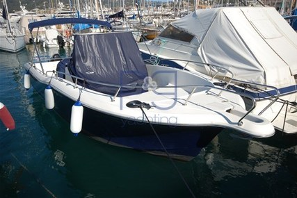 White Shark 265 for sale in Italy for €35,000 (£31,428)