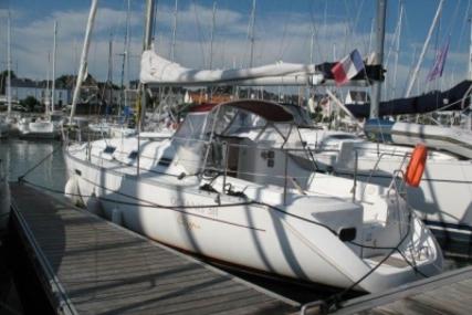 Beneteau Oceanis 311 Clipper Lifting Keel for sale in France for €29,900 (£26,360)