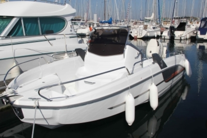 Beneteau Flyer 6.6 Spacedeck for sale in France for €39,000 (£34,533)