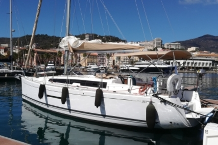 Dufour 380 Grand Large for sale in France for €114,000 (£99,311)
