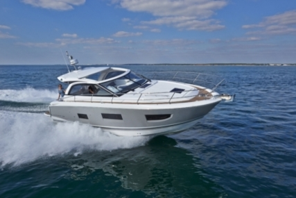 Jeanneau Leader 40 for sale in France for €269,000 (£235,634)