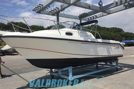 Boston Whaler 235 Conquest for sale in Italy for 35.000 € (30.462 £)