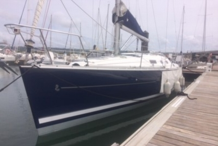 Beneteau Oceanis 323 Clipper for sale in France for €45,000 (£40,413)