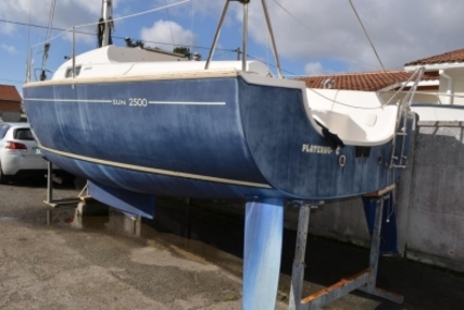 Jeanneau Sun 2500 Lifting Keel for sale in France for €16,500 (£14,593)