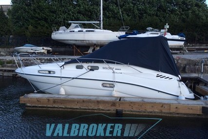Sealine S28 for sale in Italy for €37,500 (£33,015)
