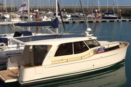 GREENLINE 33 Hybrid for sale in Malta for €129,950 (£114,741)
