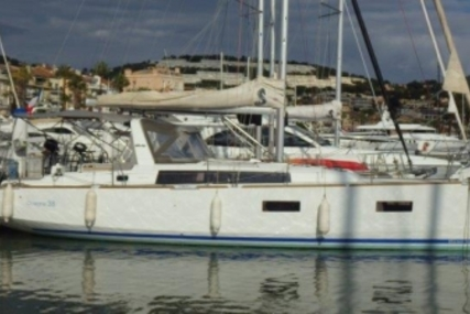 Beneteau Oceanis 38 for sale in France for €130,000 (£114,585)