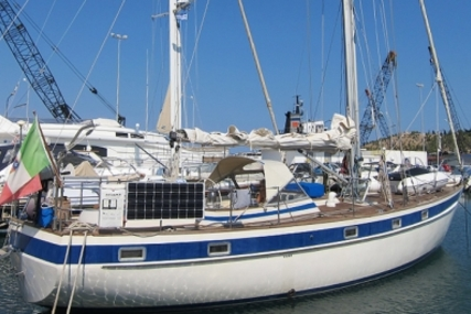Hallberg-Rassy 42 for sale in Italy for €115,000 (£101,225)