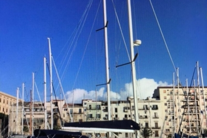 Beneteau Oceanis 423 for sale in Italy for 100.000 € (87.428 £)