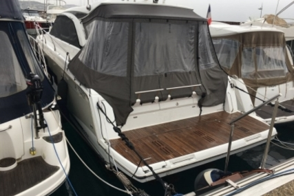Jeanneau Leader 40 for sale in France for €295,000 (£255,367)