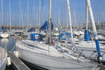 Beneteau First 405 for sale in France for €45,000 (£39,686)