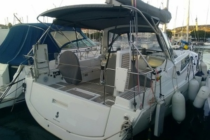 Beneteau Oceanis 41.1 for sale in France for €239,000 (£211,351)