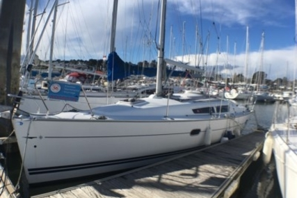 Jeanneau Sun Odyssey 32i for sale in France for €48,000 (£41,965)