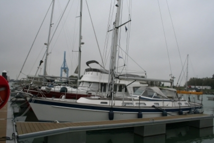 Hallberg-Rassy 43 for sale in Belgium for €309,000 (£272,002)