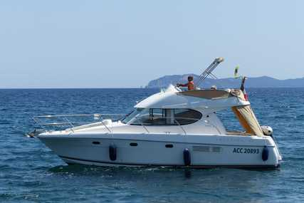 Jeanneau Prestige 32 for sale in France for €82,000 (£72,192)
