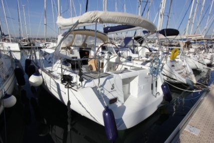 Beneteau Oceanis 37 for sale in France for €85,000 (£76,336)